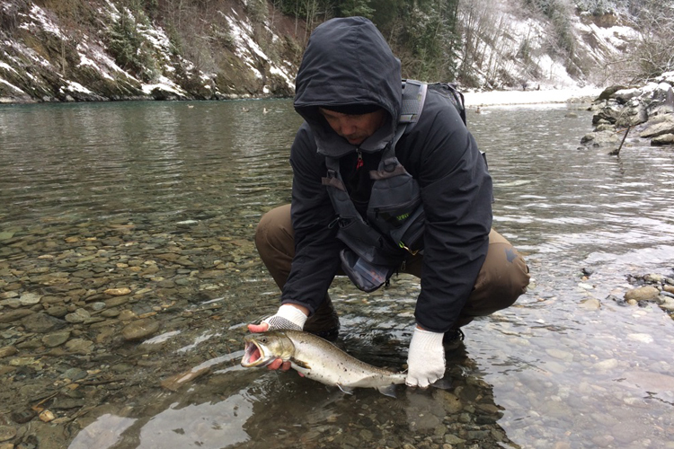 river fishing in winter